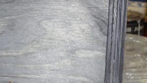 Rýhy po broušení hrubým papírem